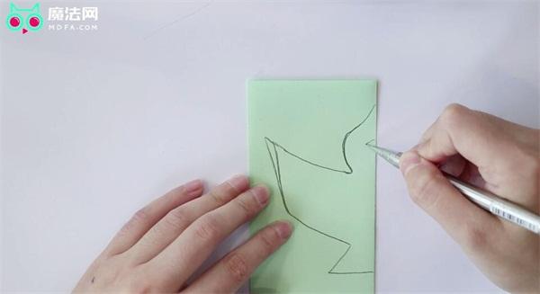 怎样画飞翔的小鸟_怎样剪一只对称的小鸟 - 魔法网